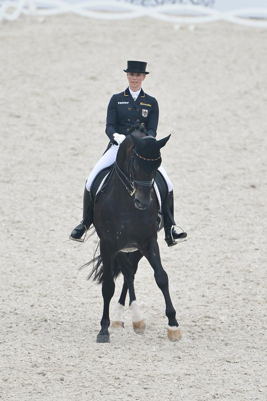 Jessica Von Bredow Werndl Legt Die Basis Reiterjournal